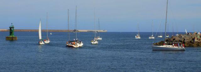 veleros saliendo del puerto deportivo de Gijon