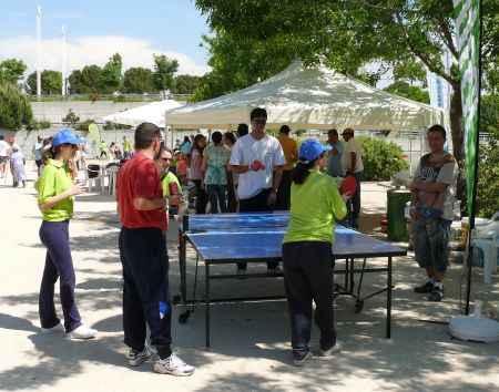 personas jugando ping-pong