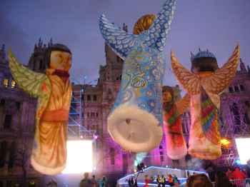 cuatro globos en forma de angeles