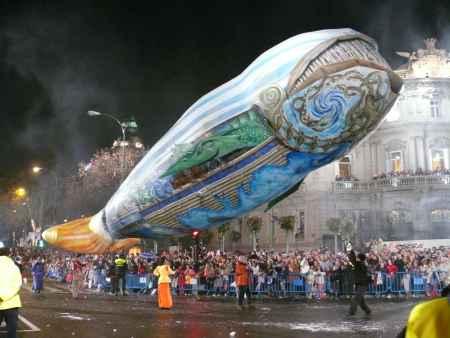 globo aerostatico en forma de ballena