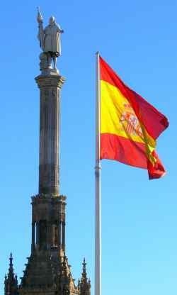 Bandera de España en Plaza Colón