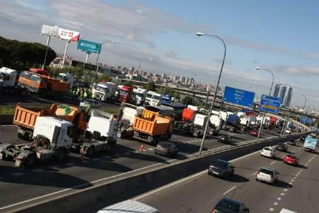 camiones en el trafico