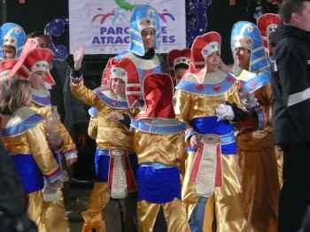 gente disfrazada de egipcios