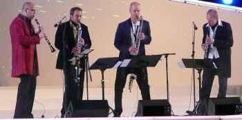 cuarteto de músicos tocando clarinete