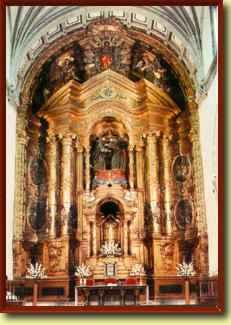Altar principal de la iglesia de Santo Domingo en Oviedo