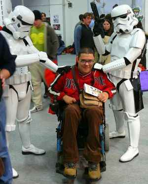 Dos soldados del Imperio y un detenido