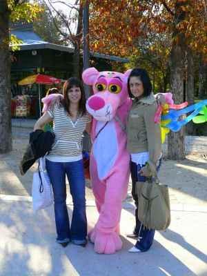 2 chicas y una pantera rosa