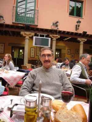 El autor en un restaurante de Avila