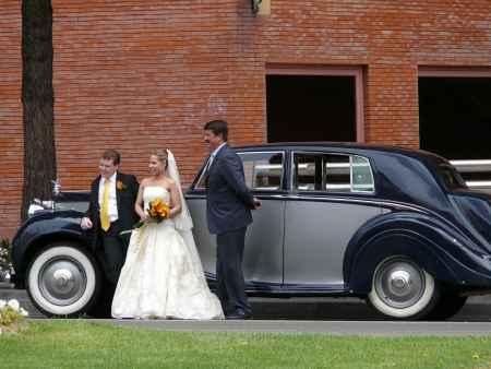 tomandose fotos de bodas