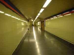 pasillo de estacion de Metro, Madrid