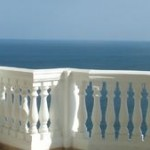 Al desnudo en su balcón