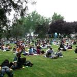 gente en la Pradera de San Francisco, Madrid