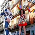 Travestís cantando en Chueca, Madrid.